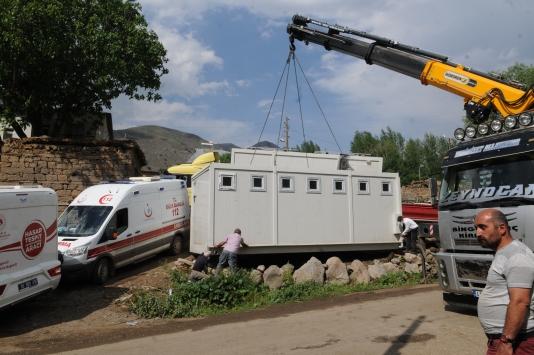 Bingöldeki deprem bölgesine konteyner banyo ve tuvaletler sevk edildi