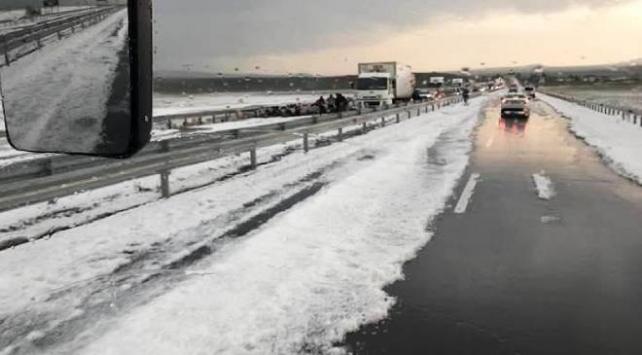 Kars ve Bayburtta dolu etkili oldu