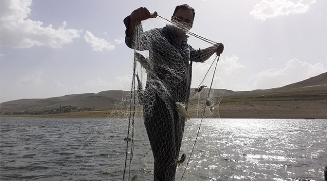 Selevir Gölünde 3 bin metre misina ağ ele geçirildi
