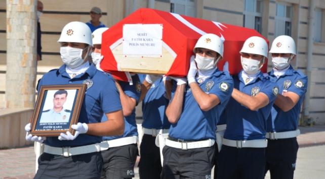 Trafik kazasında şehit olan polis memuru Karaya veda