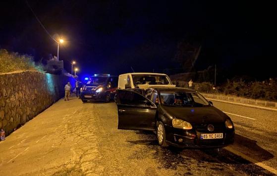İzmirde otomobil ile ticari araç çarpıştı: 9 yaralı