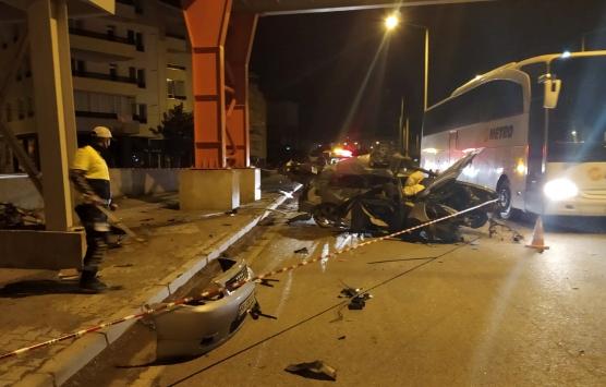 Sivasta otomobil üst geçidin ayağına çarptı: 1 ölü
