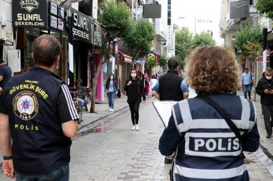 Maske denetiminde polis ekipleri, kurallara uymayan 800 kişi hakkında işlem yaptı