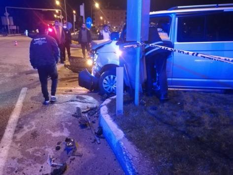Gümüşhanede otomobil ile minibüs çarpıştı: 11 yaralı