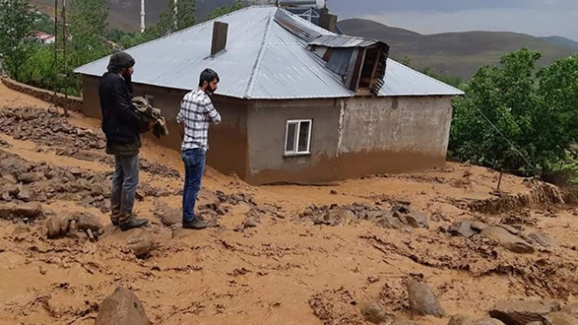 Bingöl'deki sel felaketi: 10 ev ile 30'a yakın ahır zarar gördü