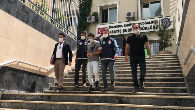 Kuyumcuyu yüzüne biber gazı sıkarak gasbeden zanlı tutuklandı