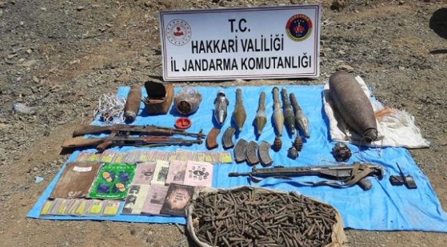 Hakkaride teröristlerin kullandığı mühimmatlar ele geçirildi