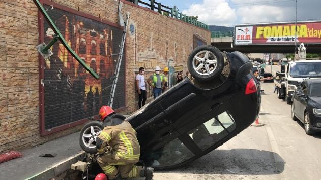 Bursada virajı alamayan otomobil köprüden düştü: 1 yaralı