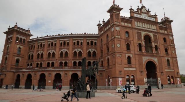 İspanyada Covid-19 kaynaklı son bir haftada 52 ölüm