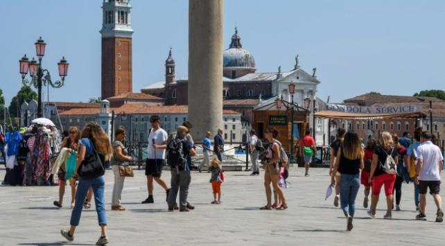 İtalyada Covid-19 kaynaklı can kaybı 34 bin 514e yükseldi