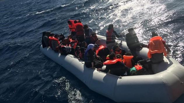 Türk kara sularına itilen 50 sığınmacı kurtarıldı