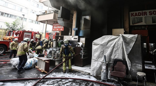 Zeytinburnunda sanayi sitesinde yangın