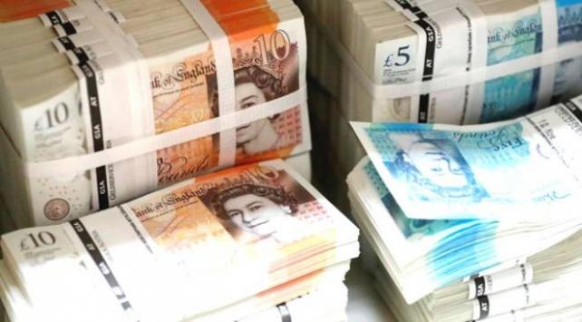 İngilterede kamu borcu ülke ekonomisinin büyüklüğünü aştı
