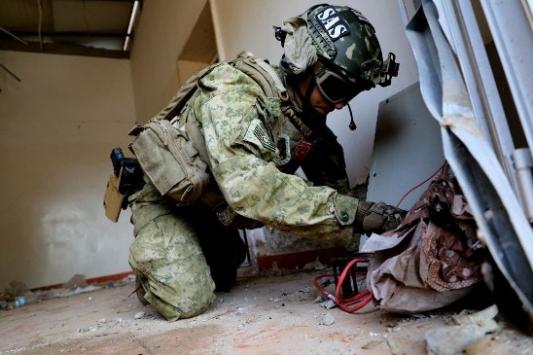 TSK ekipleri Libyada Hafter milislerinin camiye attığı top mermisini imha etti