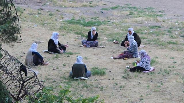 Diyarbakır'da sosyal mesafeli mahalle sohbeti