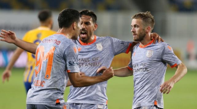 Geriden gelen Başakşehir maç fazlasıyla lider