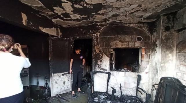 Manisada apartman dairesinde çıkan yangında iki kişi yaralandı