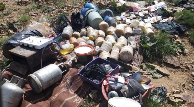 Bitliste teröristlerin kullandığı sığınaktaki malzemeler imha edildi