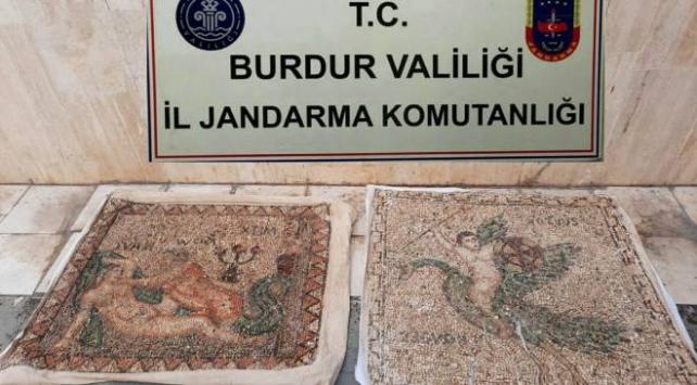 Tarihi mozaikleri satmak isteyen 3 şüpheli yakalandı