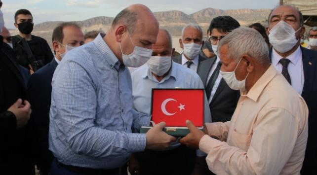 Bakan Soylu, Silopi şehitlerinin ailelerini ziyaret etti