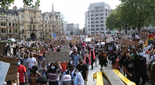 İngilteredeki ırkçılık karşıtı gösteriler sürüyor