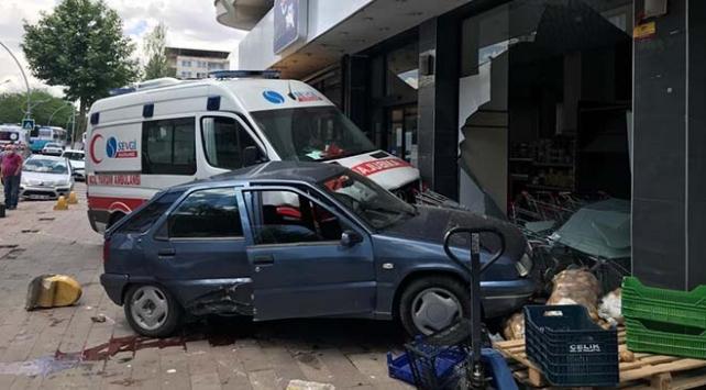 Malatyada ambulansla otomobil çarpıştı: 3 yaralı
