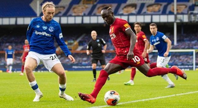 Lider Liverpool Evertonla berabere kaldı
