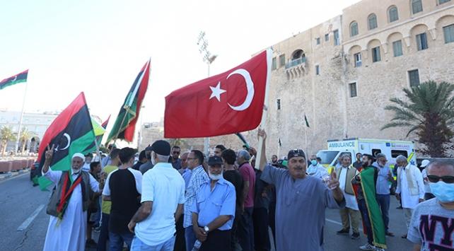 Trablusta Sisiye karşı Libya ve Türk bayraklı gösteri
