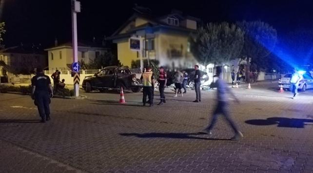 Muğlada otomobil ile kamyonet çarpıştı: 1 ölü
