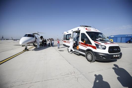 Türkmenistanda yaşayan çocuk hasta ambulans uçakla Türkiyeye getirildi