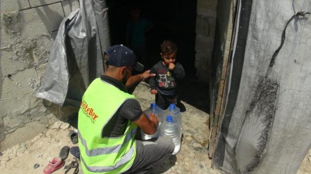 İdlib kırsalına 6 tır insani yardım