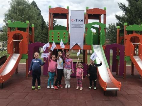 TİKA Karadağda oyun parkı ve yeşil alan kurdu