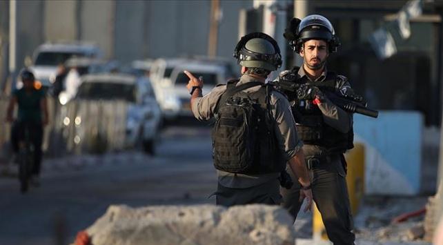 İsrail güçleri 17 Filistinliyi gözaltına aldı