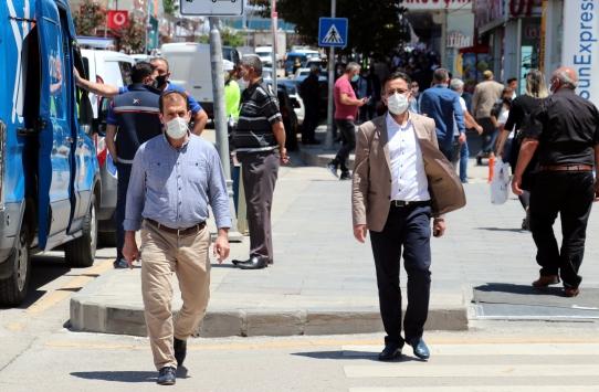 Erzurum ve Ağrıda polis ve zabıta ekipleri maske denetimi yaptı