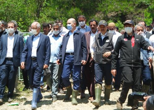 Tarım ve Orman Bakanı Bekir Pakdemirli, Bursada sel bölgesinde incelemelerde bulundu