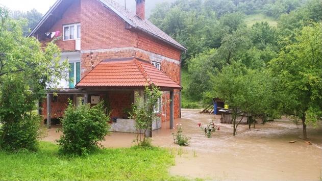 Sağanak nedeniyle Bosna Hersekin bazı bölgelerinde sel meydana geldi