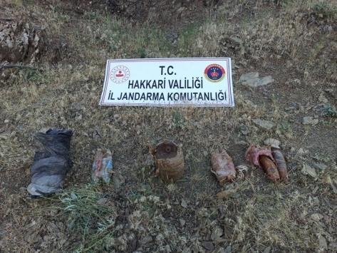 Hakkaride PKKlı teröristlere ait patlayıcı ve mühimmat ele geçirildi