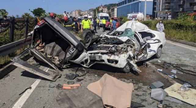 Rizede iki otomobil çarpıştı: 2 ölü, 1 ağır yaralı