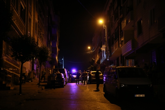 Sultangazide 3 bina çatlaklar nedeniyle tahliye edildi