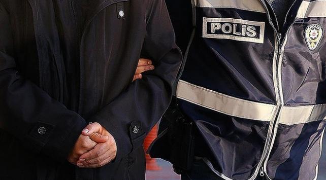 Darbettikleri bir kişiye bankadan zorla para çektirmeye çalışan 4 şüpheli tutuklandı