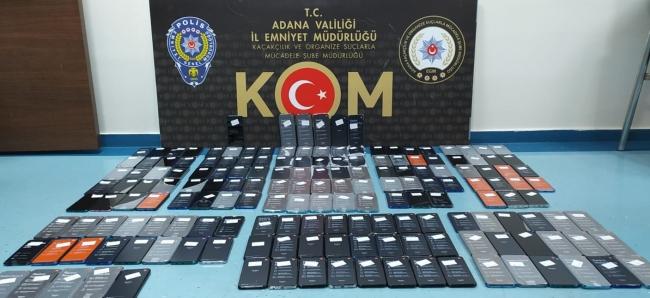 Kargoya verilen paketlerden kaçak sigara ve cep telefonları çıktı