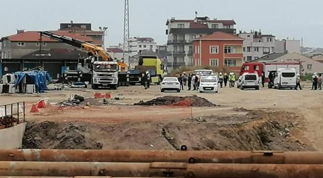 Metro inşaatında üzerine demirler düşen işçi öldü