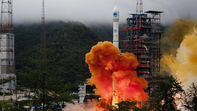 Çin, Beidou Navigasyon Sistemi'nin son uydusunu fırlattı