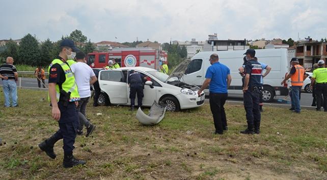 Tekirdağda minibüs ile otomobil çarpıştı: 1 ölü, 8 yaralı
