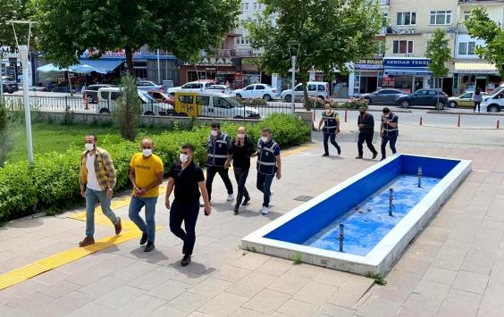 Kırşehirde soydukları iş yerinin güvenlik kamerası kayıt cihazını da çalan şüpheliler yakalandı