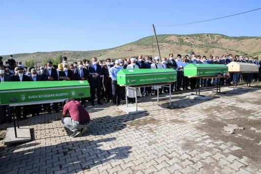 Bursada selde hayatını kaybeden 4 kişinin cenazeleri defnedildi