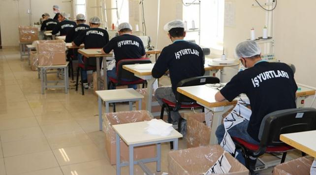 Tutuklu ve hükümlüler 14 milyon maske ile 100 ton kolonya üretti