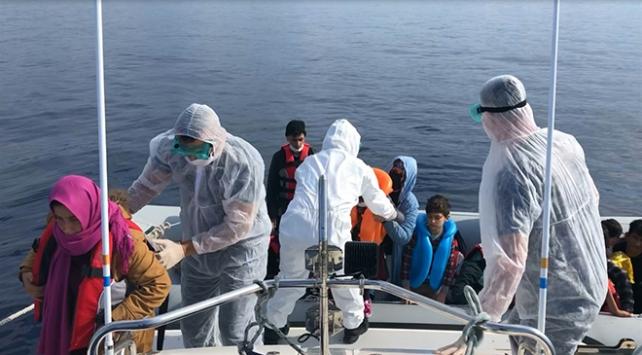 Çanakkale açıklarında 24 sığınmacı kurtarıldı