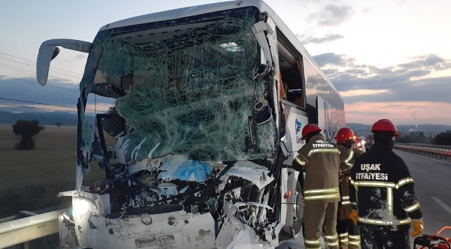 Uşakta trafik kazası: 2 ölü, 18 yaralı
