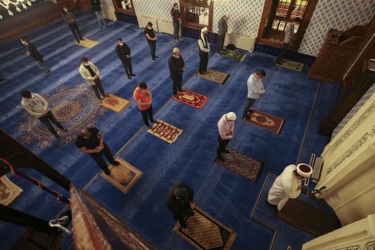 Hacı Bayram Veli Camiinde cemaatle ilk sabah namazı kılındı